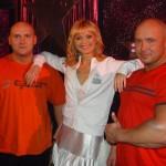 Piotr Dybus, piękna Olga Borys i Kamil Bazelak w programie Gwiazdy tańczą na lodzie