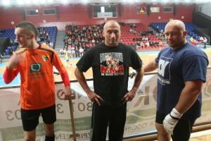 Rafał Klimek,Marcin Najman i Kamil Bazelak  przed meczem na trybunie