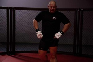 Kamil Bazelak podczas treningu MMA