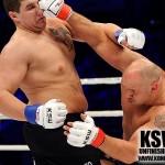 Kamil Bazelak podczas walki z Kamilem Walusiem na KSW18