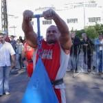 Mariusz Koniecki z 45kg wagą płaczu na pokazach strongman dla MPK w Łodzi