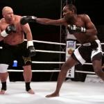 Kamil Bazelak vs James Smith na gali boksu w Łomży