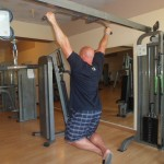 Kamil Bazelak trenuje na siłowni w Triton Sea Beach w Marsa Alam (2)