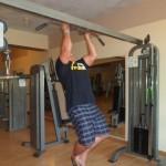 Kamil Bazelak trenuje na siłowni w Triton Sea Beach w Marsa Alam (3)