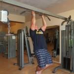 Kamil Bazelak trenuje na siłowni w Triton Sea Beach w Marsa Alam (4)