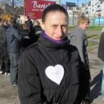 Woluntariusza Grupy Zalewski Patrol przed Marszem Białych Serc w Mławie