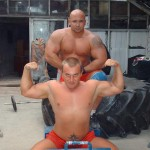 Kamil Bazelak na treningu strongman