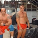 Kamil Bazelak na treningu strongman.