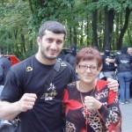 Mamed Khalidov na gali Night of Champions w Łodzi. W tle spec grupa Krzysztofa Rutkowskiego