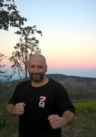 Kamil Bazelak w górach Opawskich