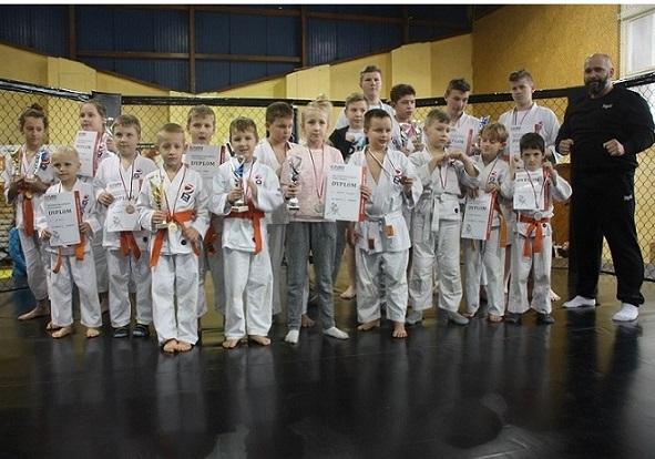 mistrzostwa-europy-furo-karate-kamil-bazelak-i-jego-sekcja