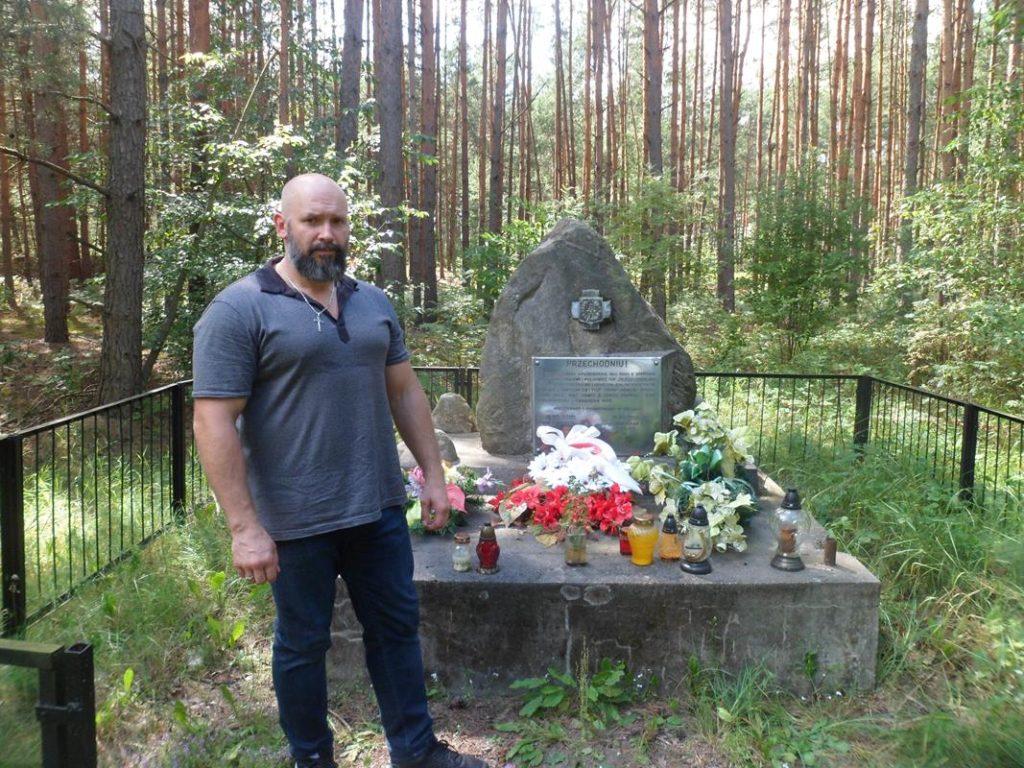 Żdżary miejsce pamięci walki partyzantów Osucha z Niemcami - Kamil Bazelak