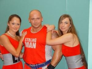 Kamil Bazelak na pokazach strongman w Bielsko-Białej