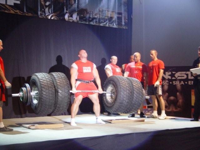 Kamil Bazelak podnosi 430kg w martwym ciagu na Extreme Strongman