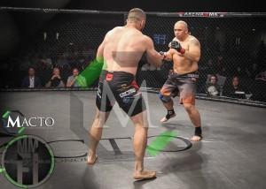 Kamil Bazelak vs Oli Thompson (8)