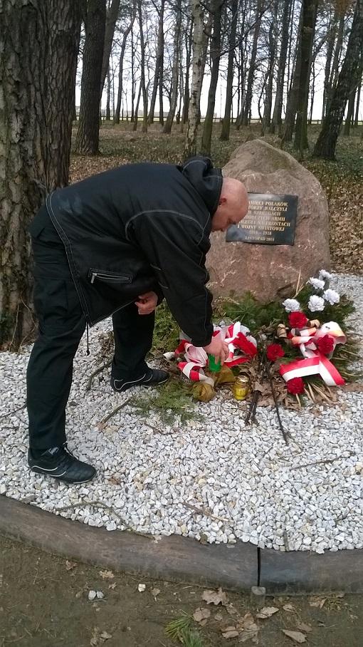 Kamil-Bazelak-na-cmentarzu-wojennym-w-Witkowicach